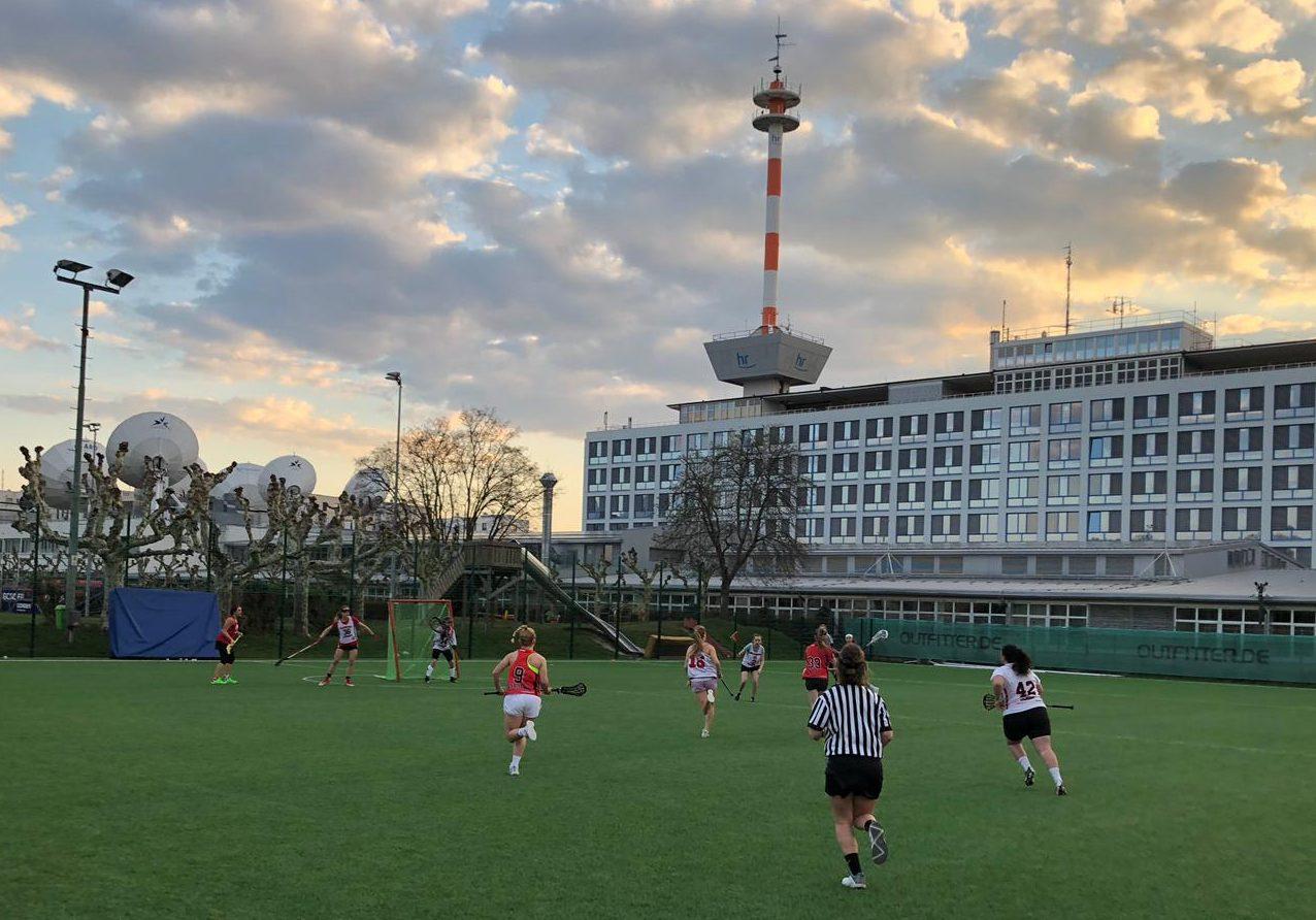Damen vom SC Frankfurt testen Olympische Regeln